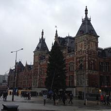 Centraal-station-amsterdam-christmas-tree