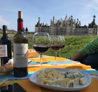picnic-red-wine-cheese