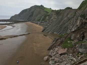 Itzurun-beach-Zumaya